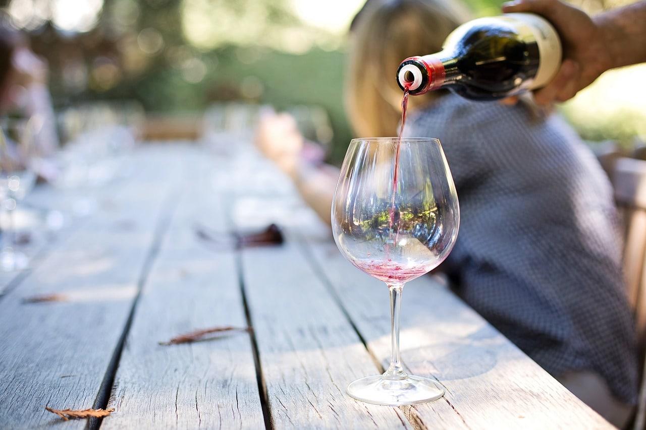 Boire du vin issu l'agriculture biologique
